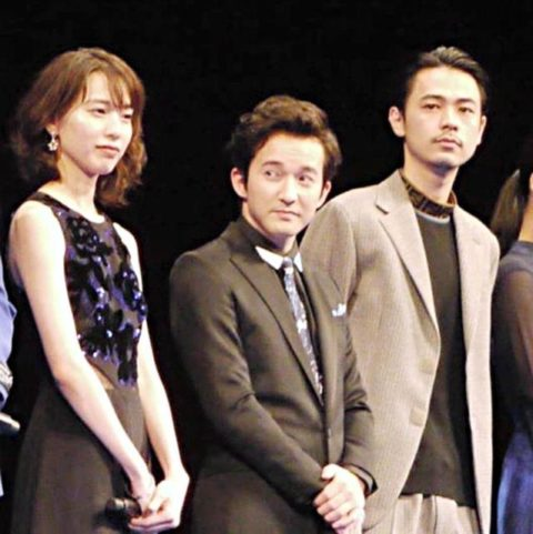 戸田恵梨香(左)と成田凌(右)。中央は浅利陽介